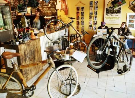 Bicis tomando café na VULP bike-café