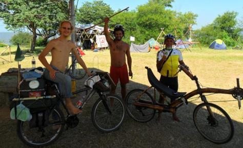 amigos e bicicletas