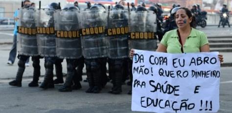 Quero saude educação, copa do mundo eu abro mão